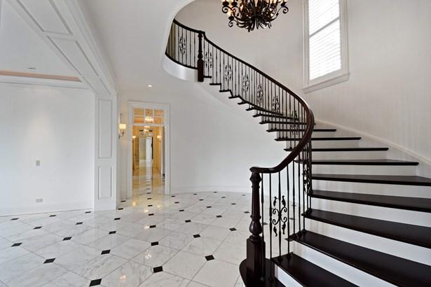 Foyer Staircase (photo 4)