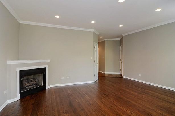 Foyer/Living Room (photo 5)