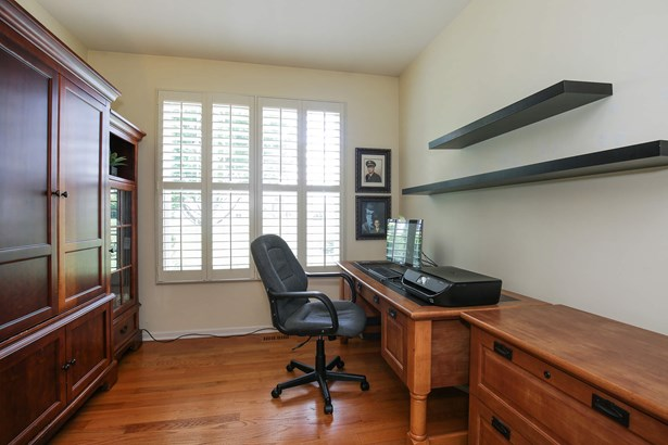 Office (photo 1)