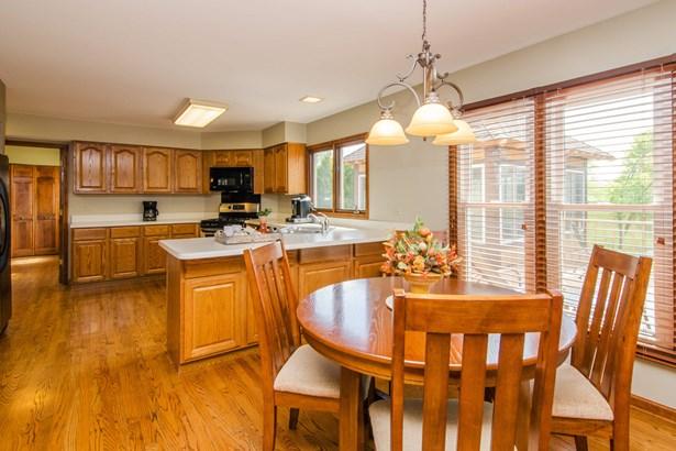 Kitchen / Breakfast Area (photo 4)
