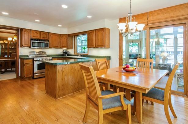 Kitchen Oak Hardwood (photo 4)