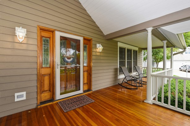 Front Porch with HGTV Worthy Style (photo 2)