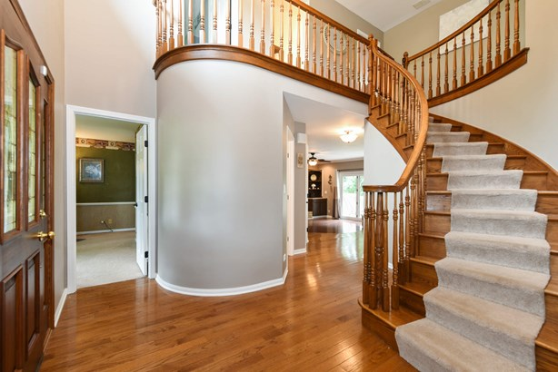 Spectacular Foyer with Architectural Wow! (photo 3)