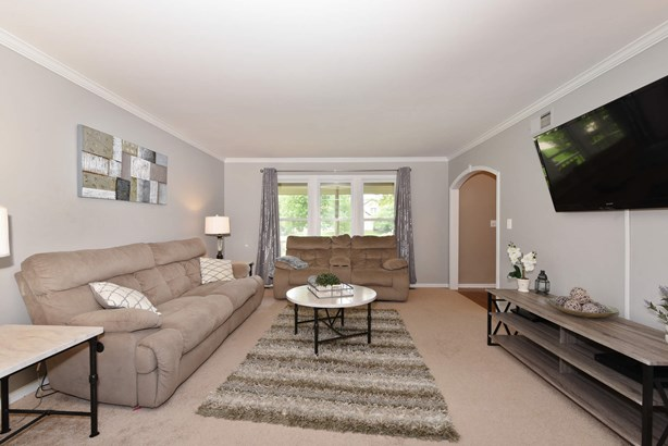Cozy Living Room (photo 4)