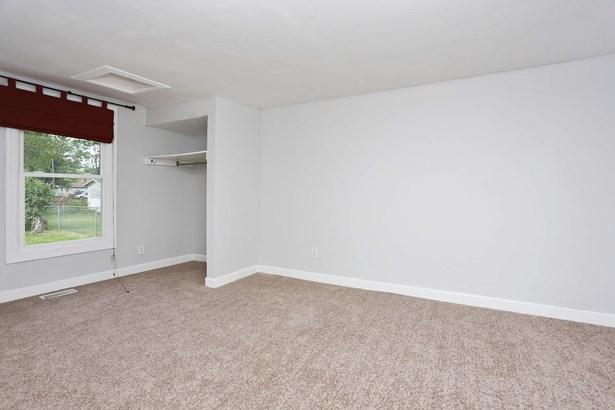 Master Bedroom (photo 4)