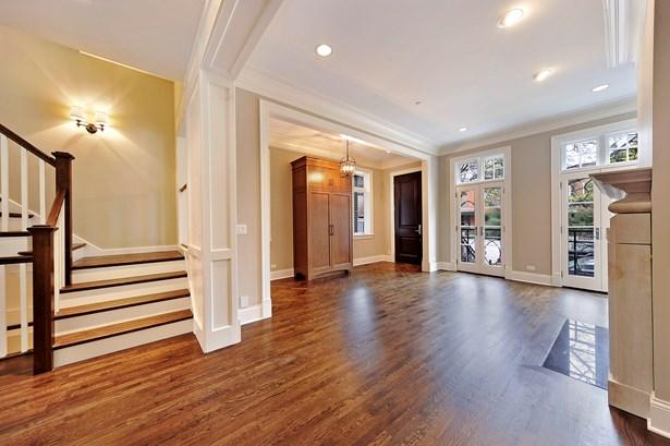 Foyer/Living Room (photo 1)
