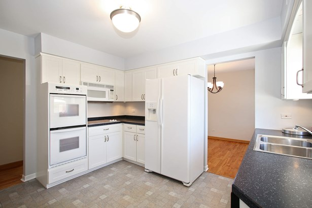 Kitchen (photo 4)