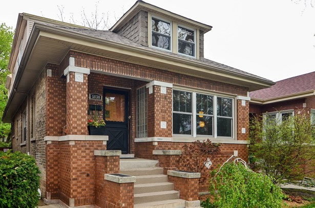 A classic Checkerboard Chicago Bungalow (photo 3)