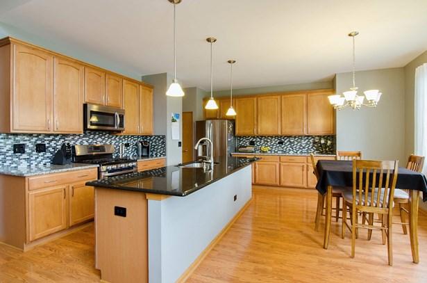 Kitchen / Breakfast Room (photo 2)