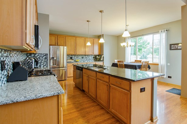 Kitchen / Breakfast Room (photo 3)
