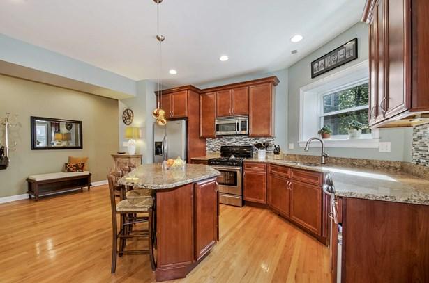 Kitchen/Foyer (photo 4)