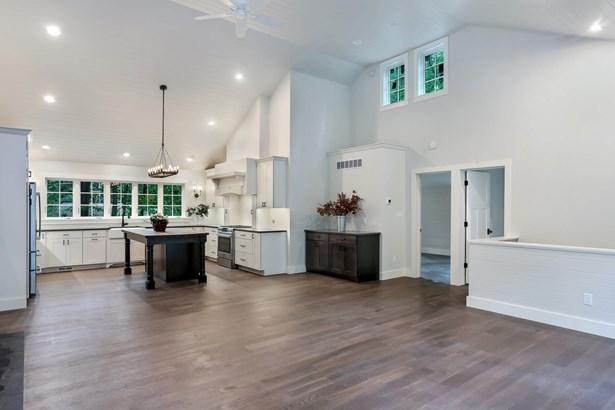 Kitchen/Living (photo 3)