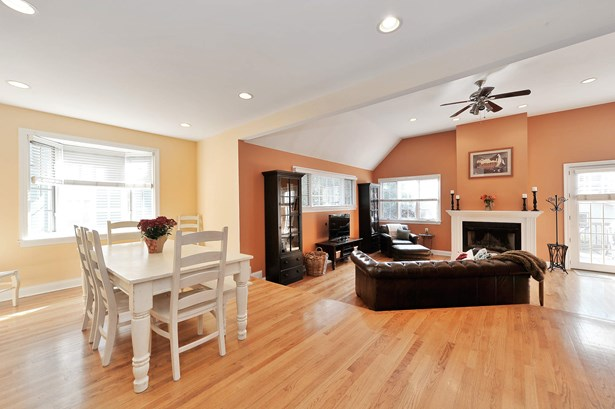Family Room / Kitchen (photo 4)