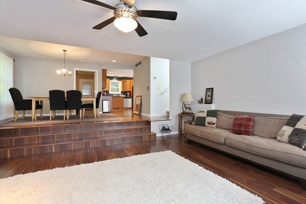 Living Room / Dining Room (photo 5)