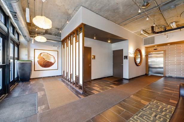Lobby (photo 3)