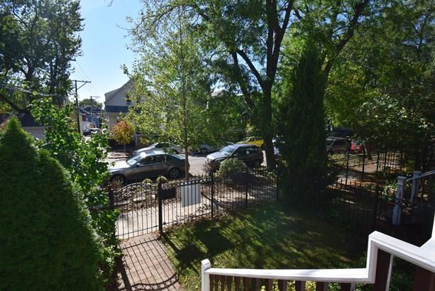 Front yard (photo 3)
