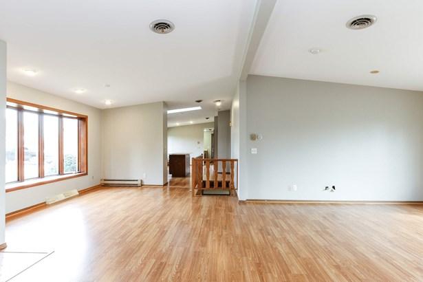 Kitchen / Living Room (photo 2)