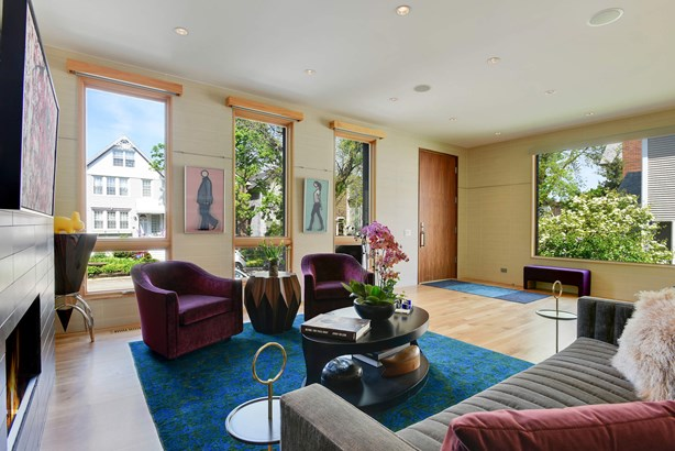 Living room overlooking the tree tops (photo 4)
