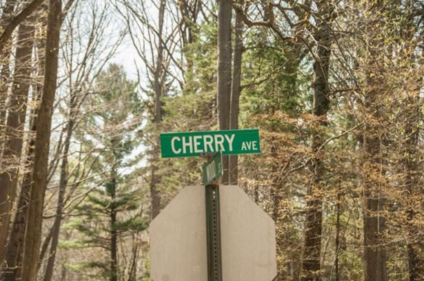 3086 Cherry Avenue, Coloma, MI - USA (photo 2)