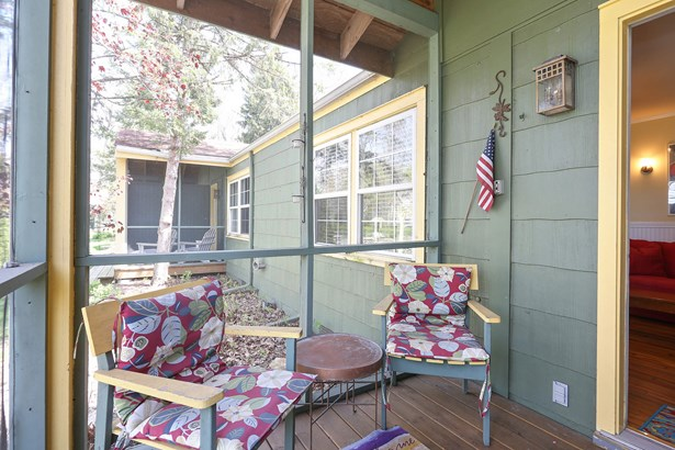 Entry screened porch (photo 2)