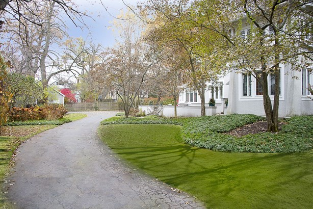 Long Private Driveway (No Back Alley) (photo 3)