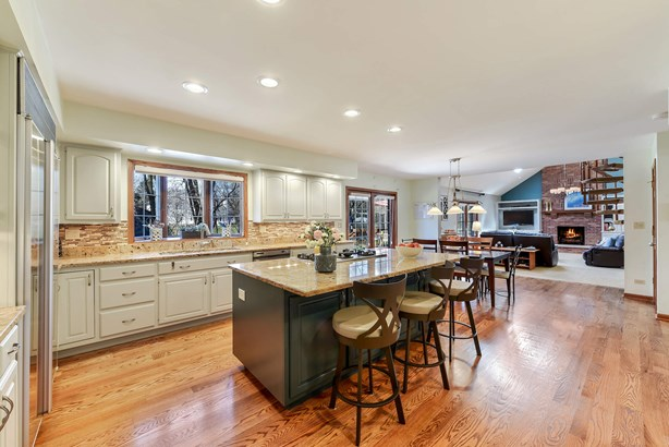 Updated Kitchen Overlooking Backyard (photo 5)