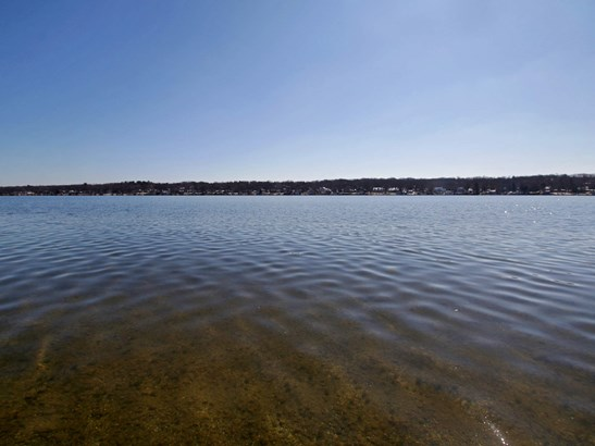 Crystal clear lake frontage (photo 3)