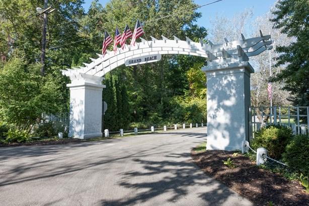 Entrance (photo 5)