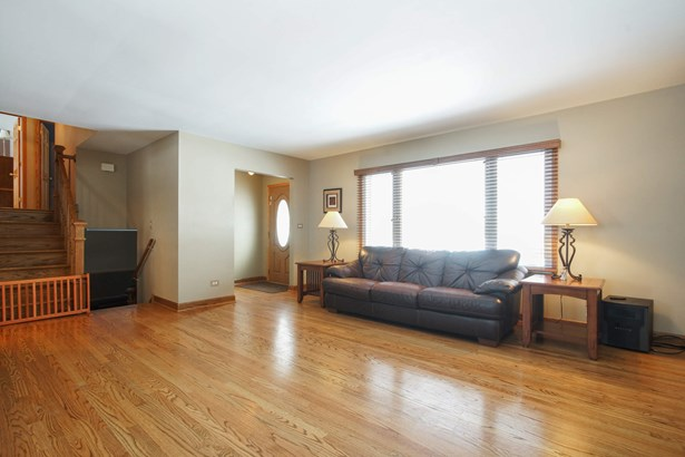Spacious, Sun Drenched Living Room with Hardwood F (photo 3)