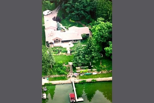 39104 Cedar Crest on Petite Lake (photo 1)