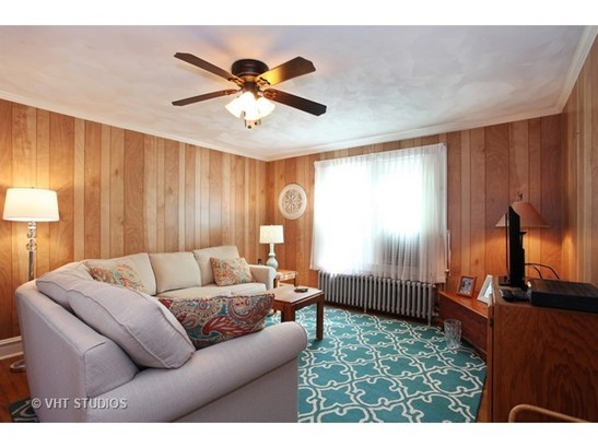 Upstairs Living Room (photo 3)