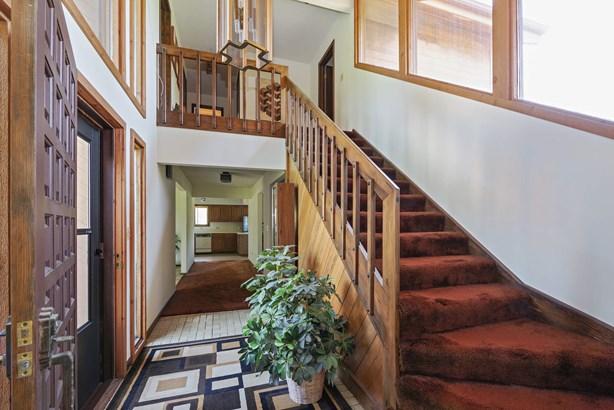 Staircase (photo 2)