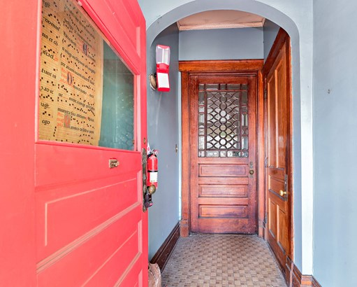 Entryway (photo 5)