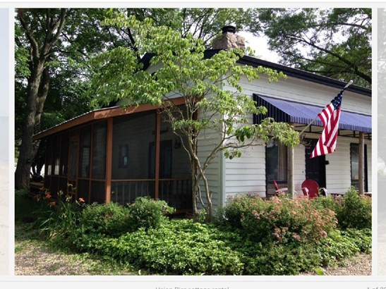 Unit 1 screen porch (photo 2)