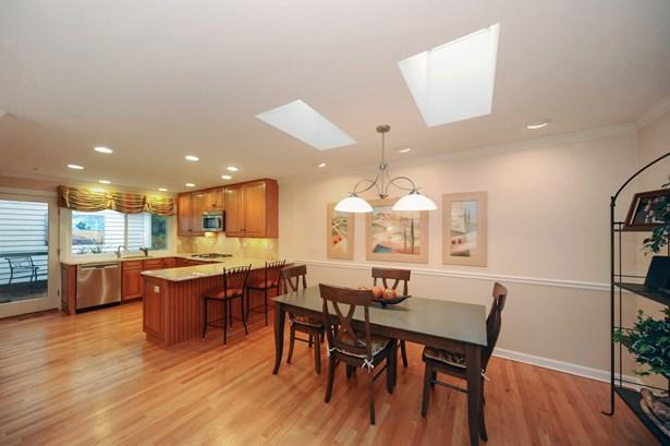 Kitchen / Breakfast Room (photo 4)
