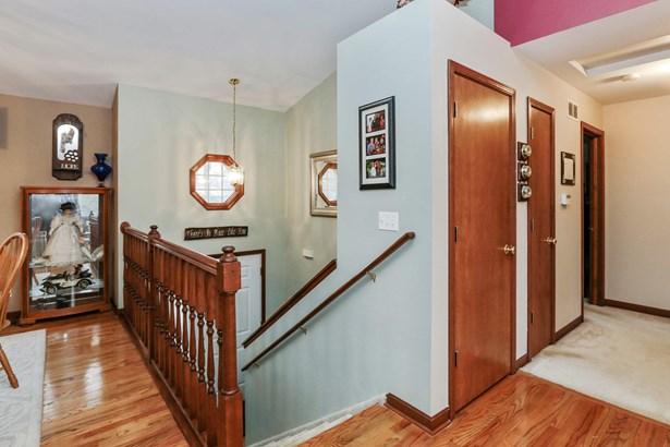 Hallway (photo 5)