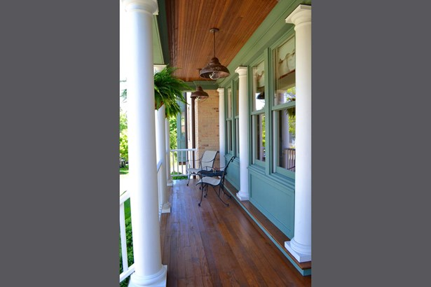 Porch (photo 2)