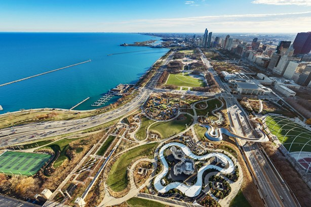 Glorious views of Millenium Park and Lake Michigan (photo 2)