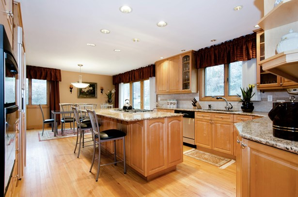 Kitchen / Breakfast Room (photo 4)