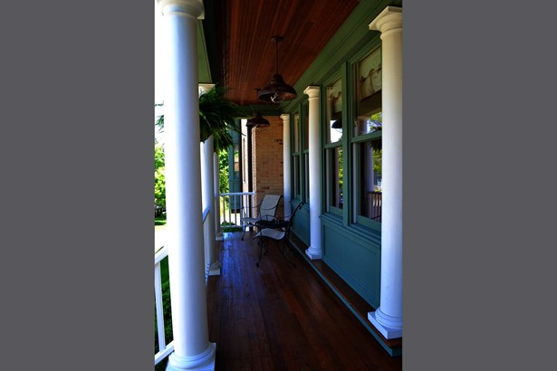 Porch (photo 3)