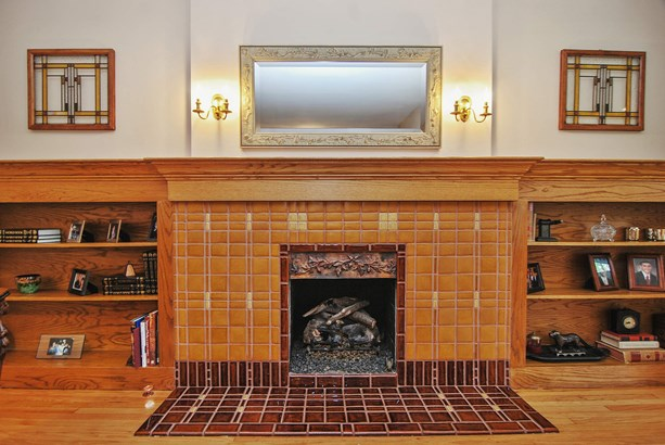 Living Room Fireplace (photo 4)