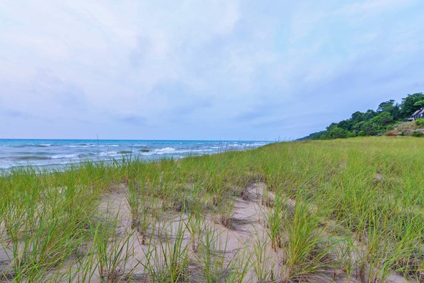 Miles of Private Town & National Lakeshore Beach (photo 2)