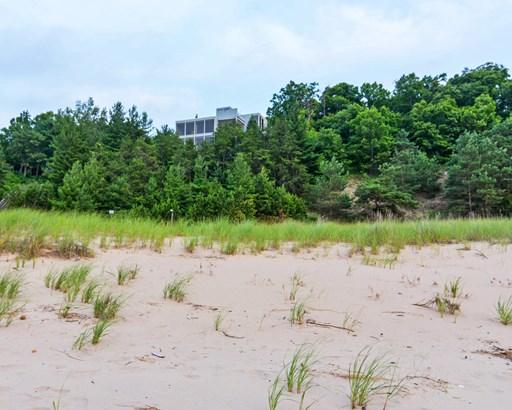Stunning Lakefront Property (photo 3)