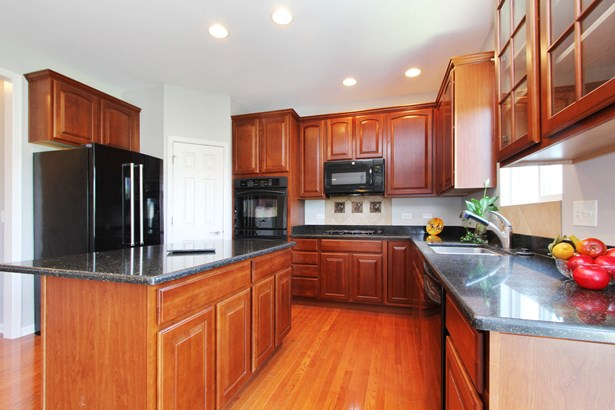 Cherry cabnetry, double oven, pantry closet, grani (photo 4)