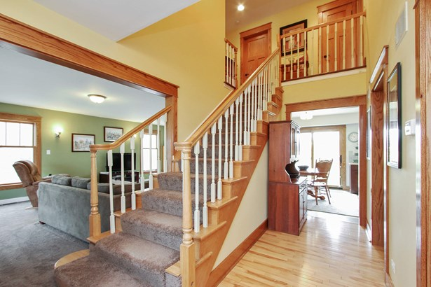 Foyer Filled with Natural Light (photo 2)