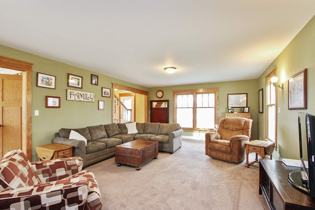 Spacious Family Room (photo 3)