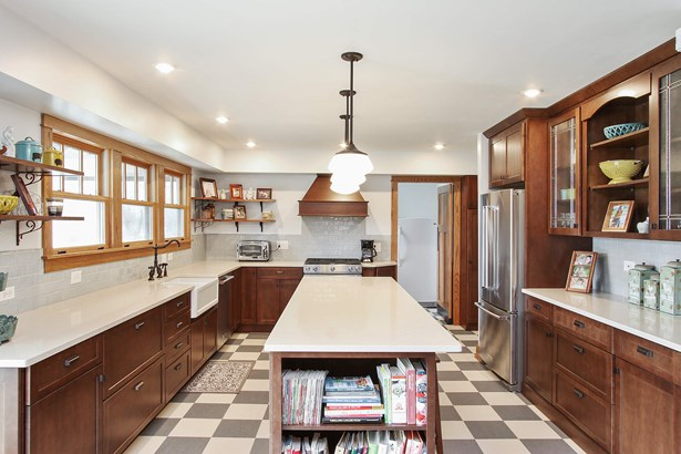 Custom Kitchen Blending Old Charm and New Convenie (photo 4)