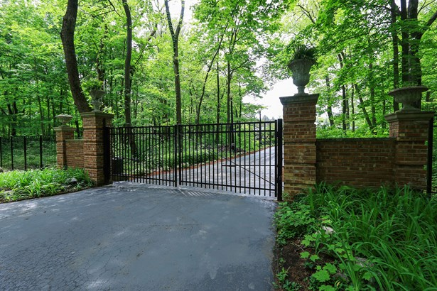 Gated Entry With Security Gate