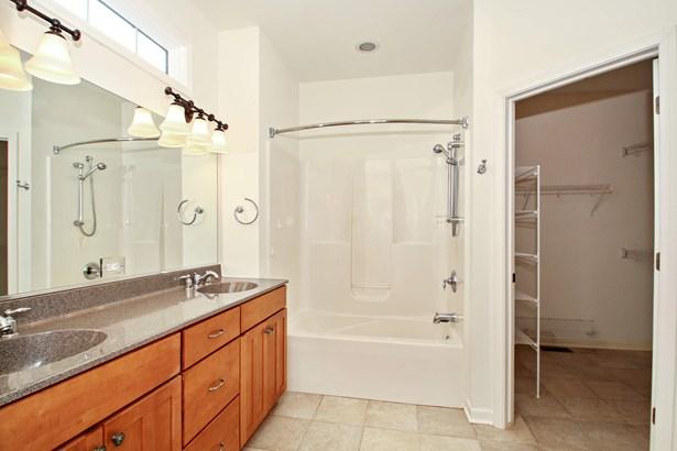 Master Bathroom (photo 5)
