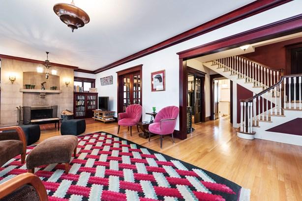 Foyer/Living Room (photo 3)